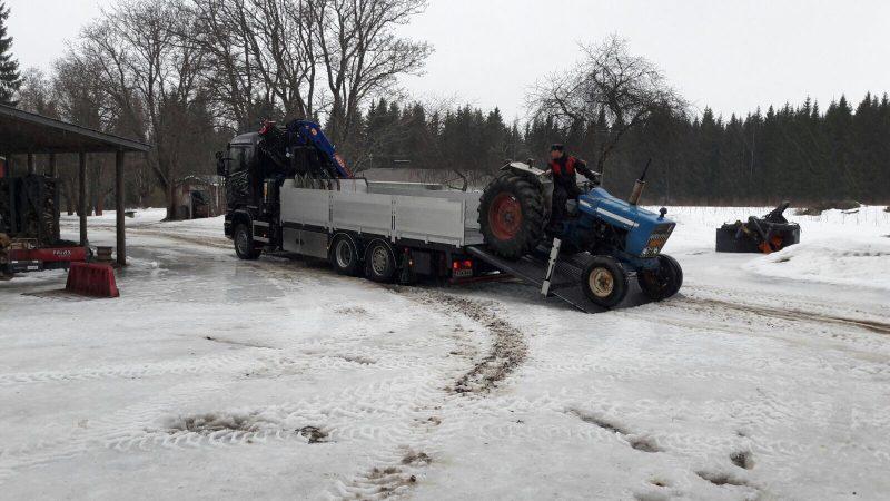 Traktorin kuljetus